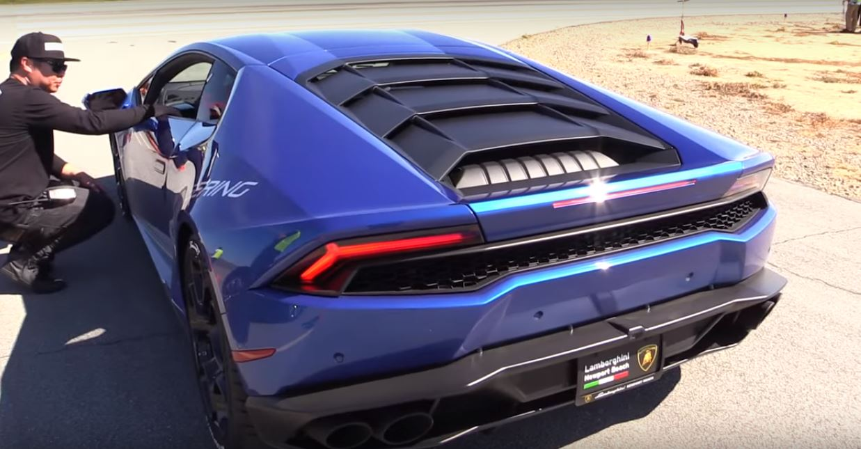 Bugatti Veyron Drag Races Supercharged Lamborghini Huracan With