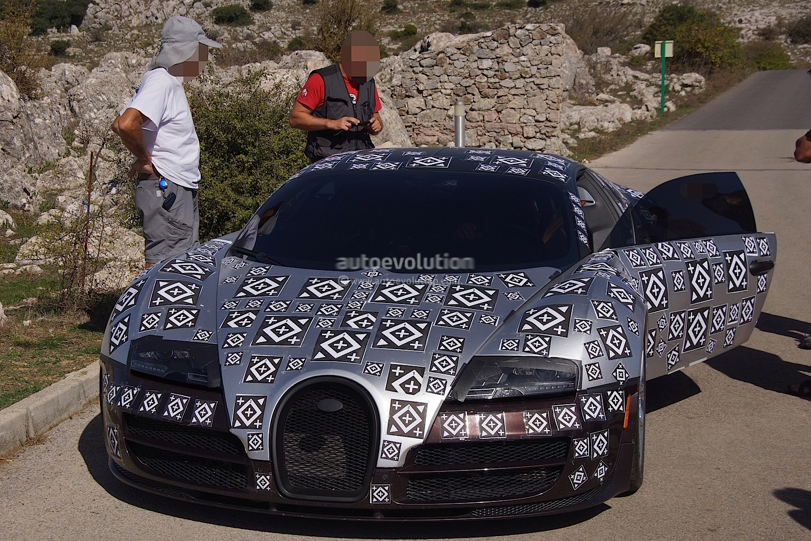 bugatti veyron successor chiron spied testing hybrid power autoevolution. Black Bedroom Furniture Sets. Home Design Ideas