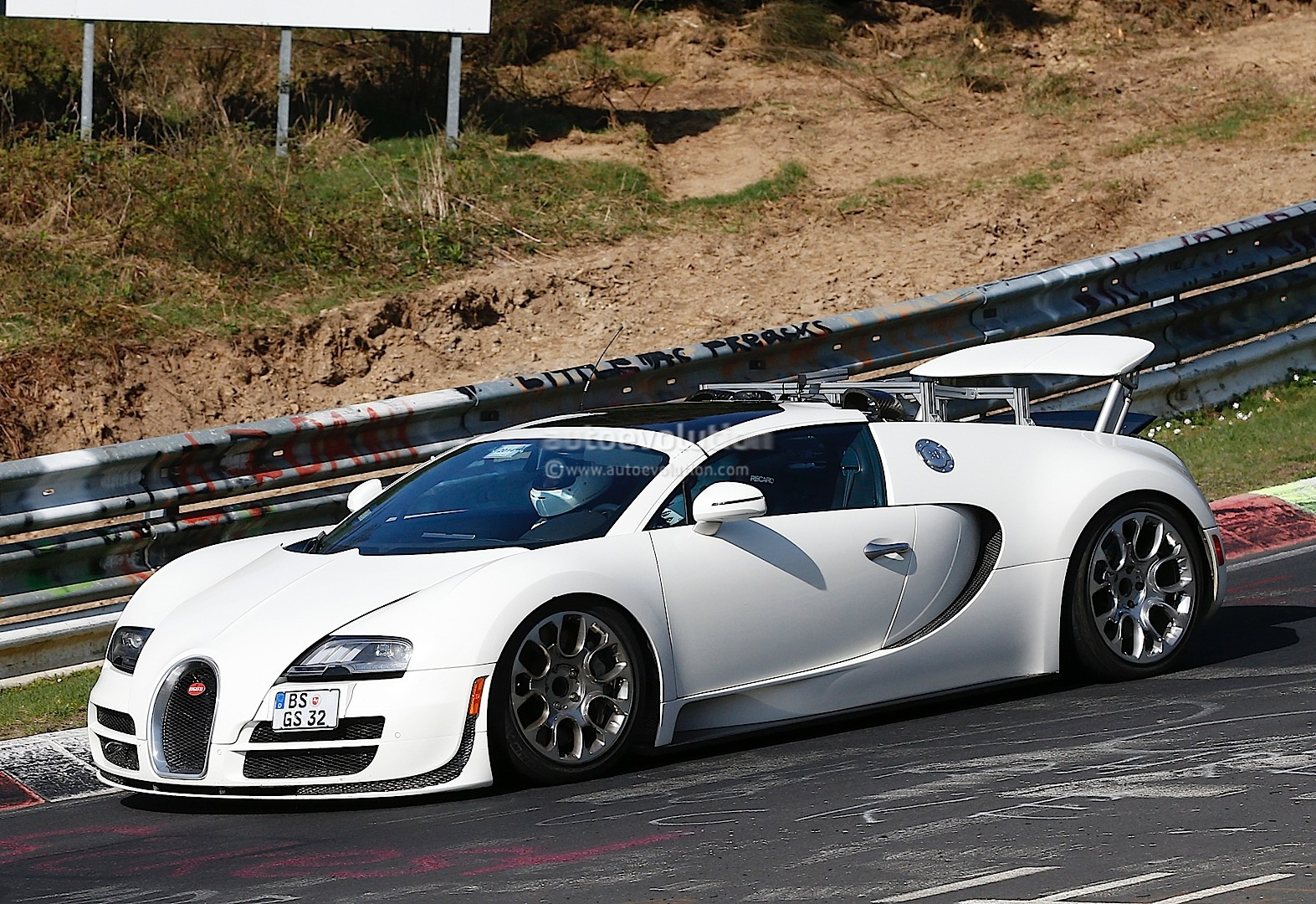 bugatti veyron test mules spied on nurburgring hint at hybrid sucessor aut. Black Bedroom Furniture Sets. Home Design Ideas