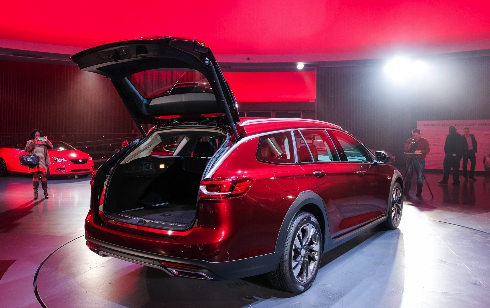 Buick Introduces 2018 Regal Sportback Sedan And 2018 Regal ...