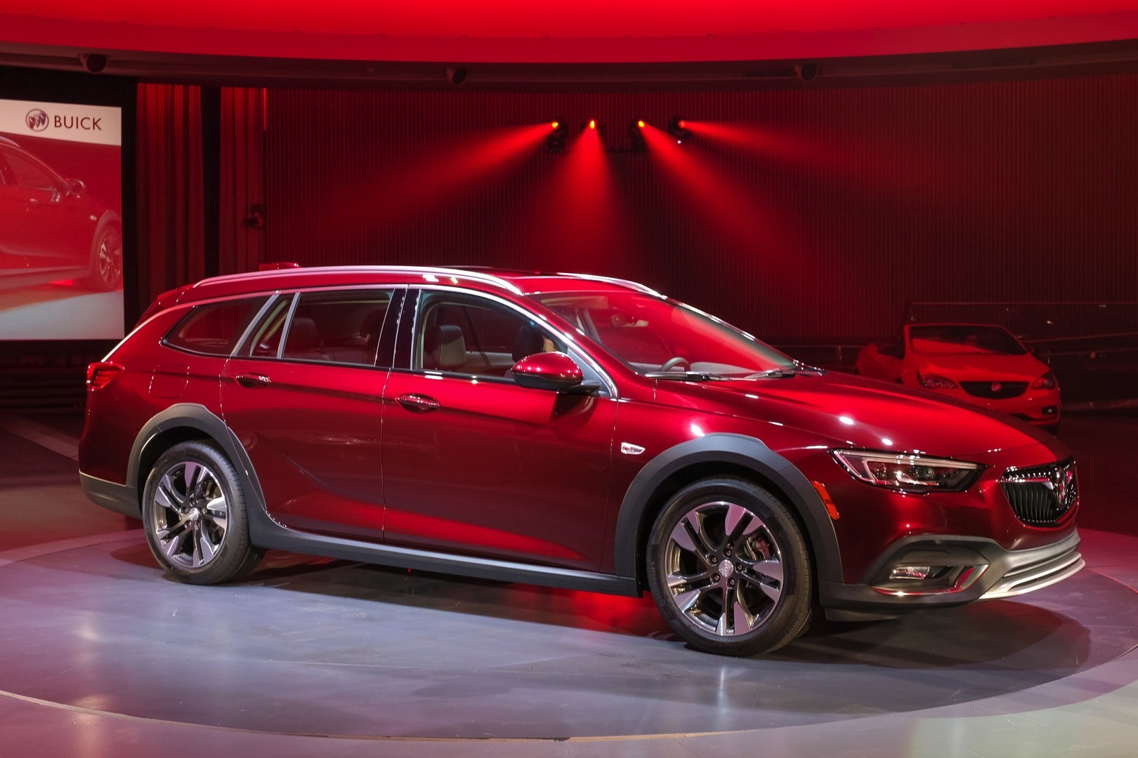 buick introduces 2018 regal sportback sedan and 2018 regal tourx wagon autoevolution. Black Bedroom Furniture Sets. Home Design Ideas