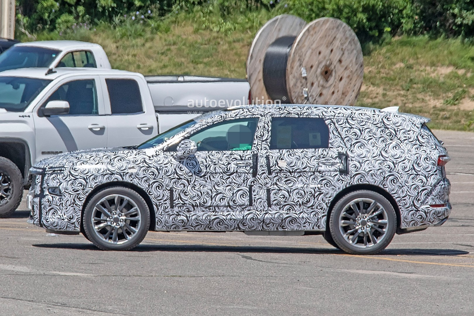 2020 - [Buick] Enspire Buick-spotted-testing-baby-enclave-spied-looks-like-enspire_2