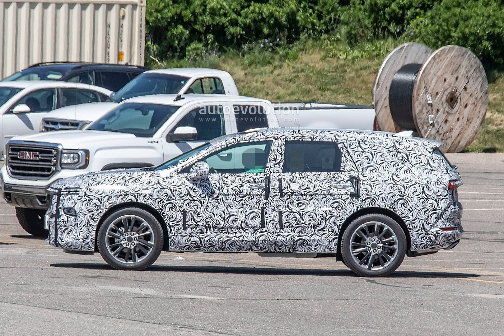 2020 - [Buick] Enspire Buick-spotted-testing-baby-enclave-spied-looks-like-enspire_3