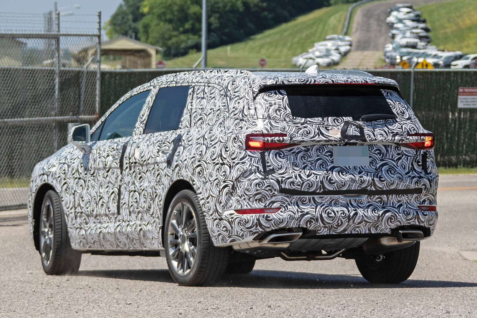 2020 - [Buick] Enspire Buick-spotted-testing-baby-enclave-spied-looks-like-enspire_4