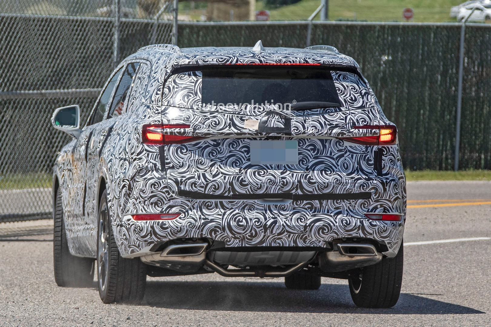 2020 - [Buick] Enspire Buick-spotted-testing-baby-enclave-spied-looks-like-enspire_5