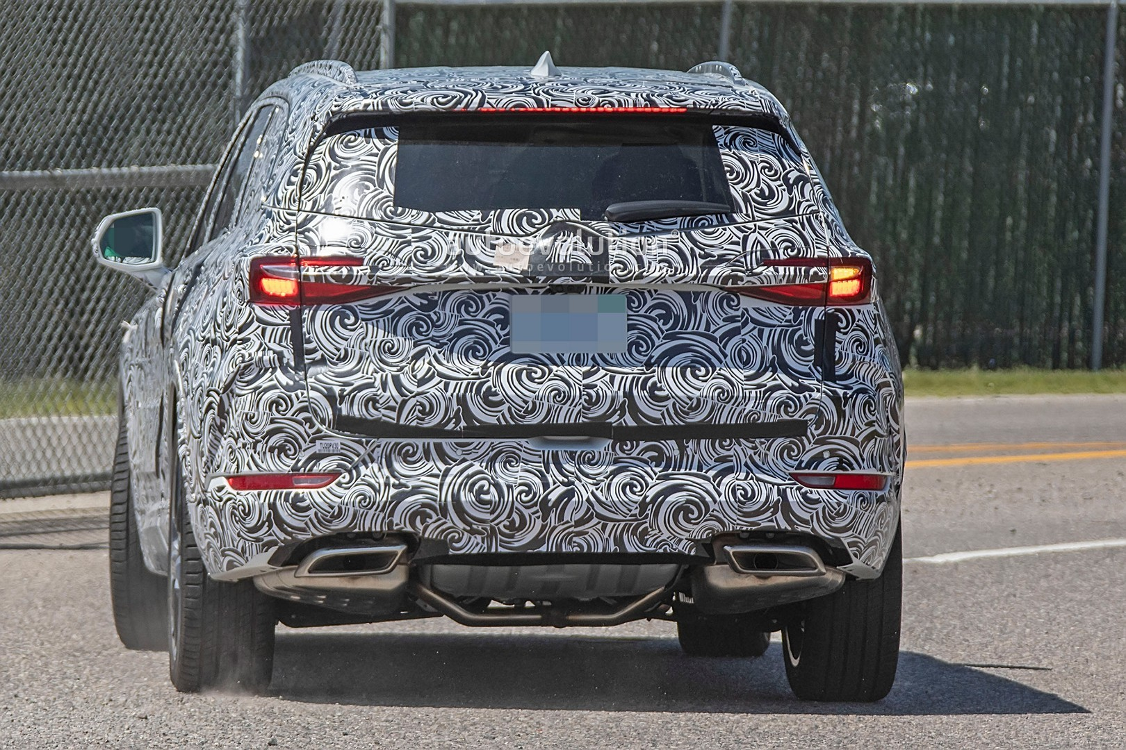 2020 - [Buick] Enspire Buick-spotted-testing-baby-enclave-spied-looks-like-enspire_6