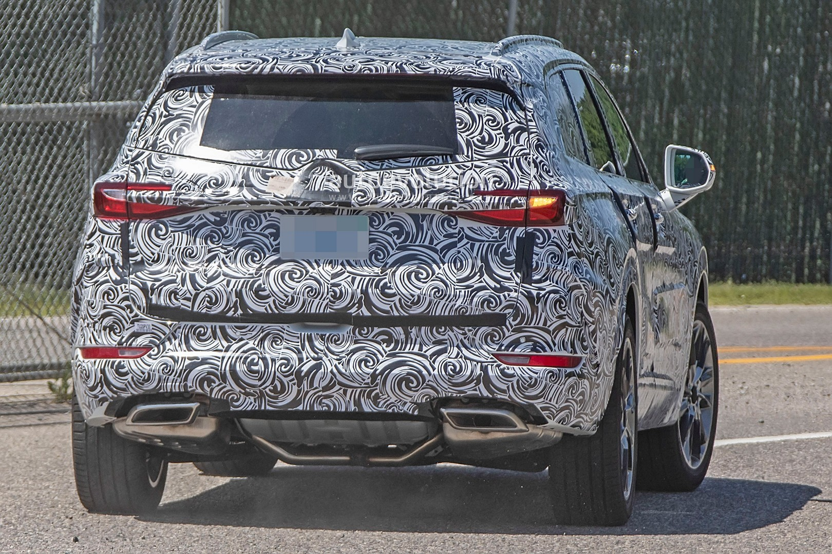 2020 - [Buick] Enspire Buick-spotted-testing-baby-enclave-spied-looks-like-enspire_7