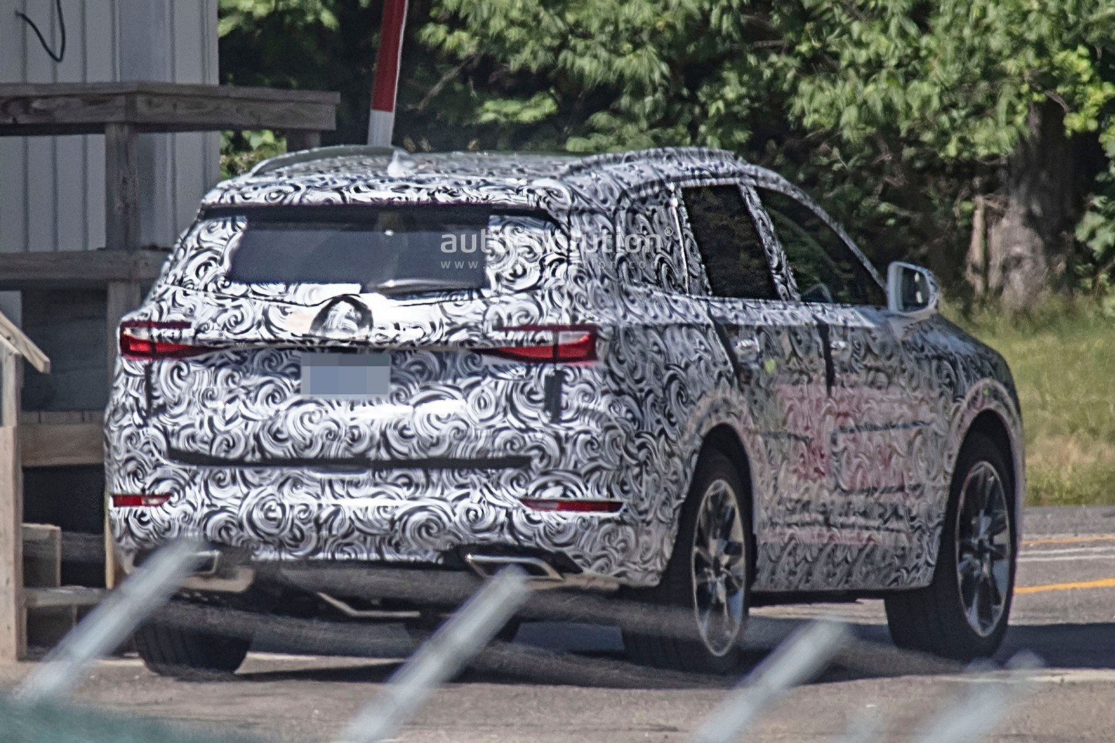 2020 - [Buick] Enspire Buick-spotted-testing-baby-enclave-spied-looks-like-enspire_8