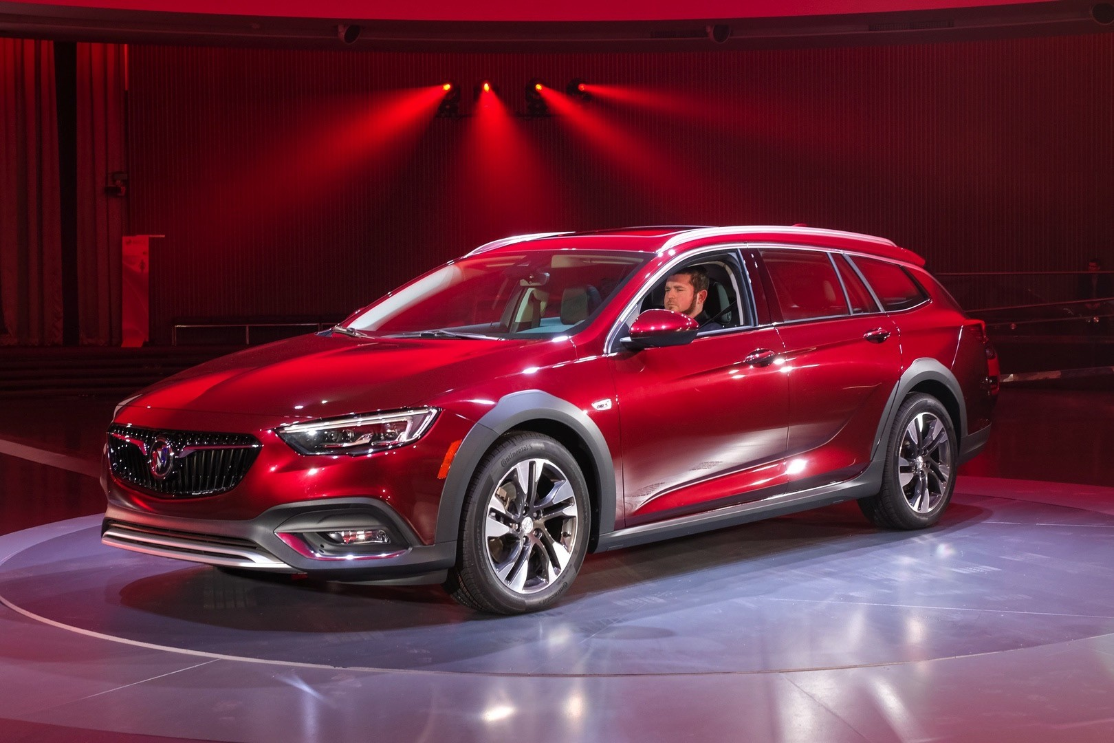 buick s all new 2018 regal tourx will start from 29 995 autoevolution. Black Bedroom Furniture Sets. Home Design Ideas