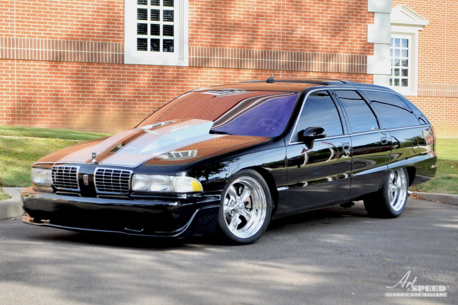 Built not Bought: Oldsmobile Custom Cruiser - autoevolution