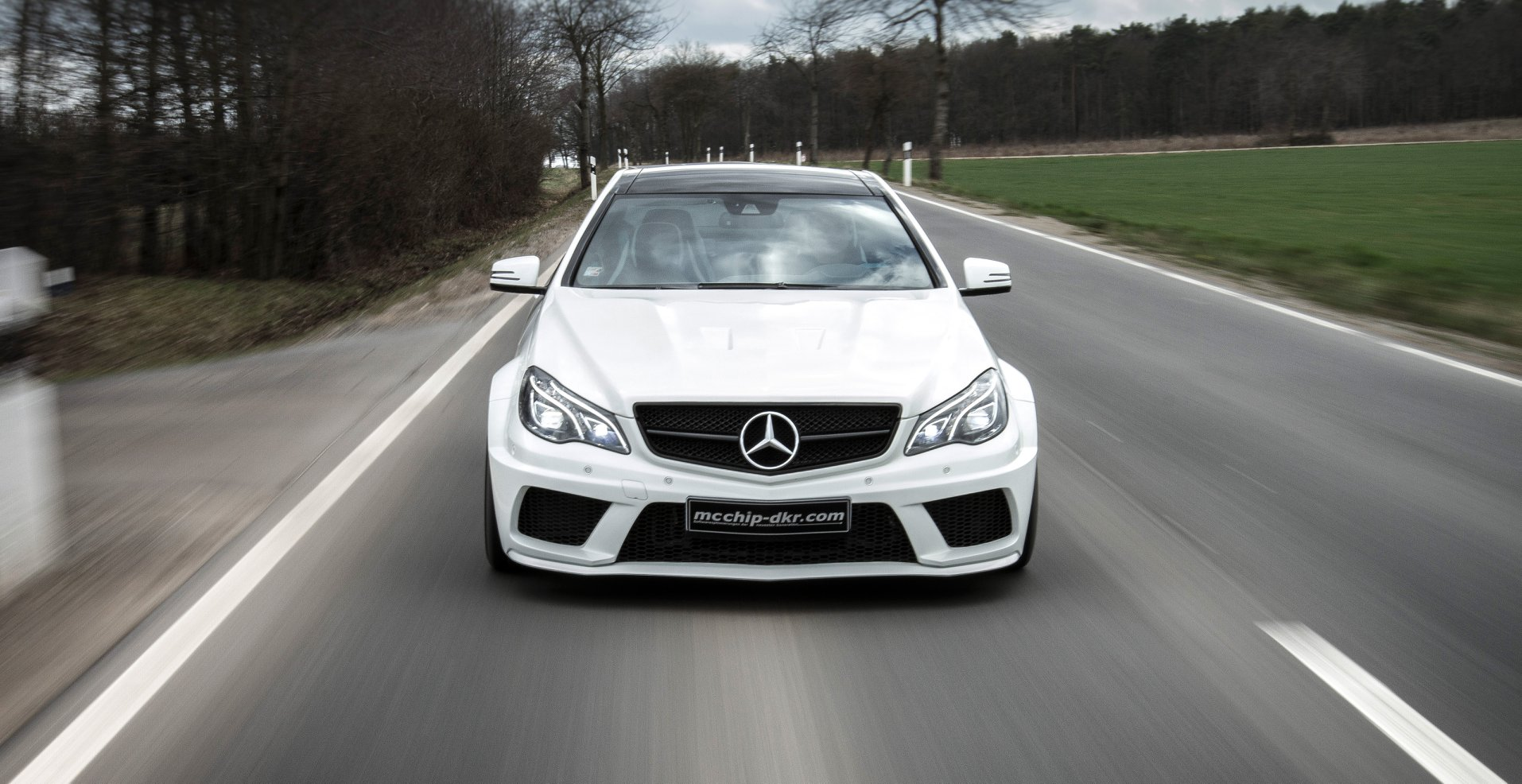 C207 E-Class Coupe Gets 680 HP 5 5-liter V8 Engine Swap from
