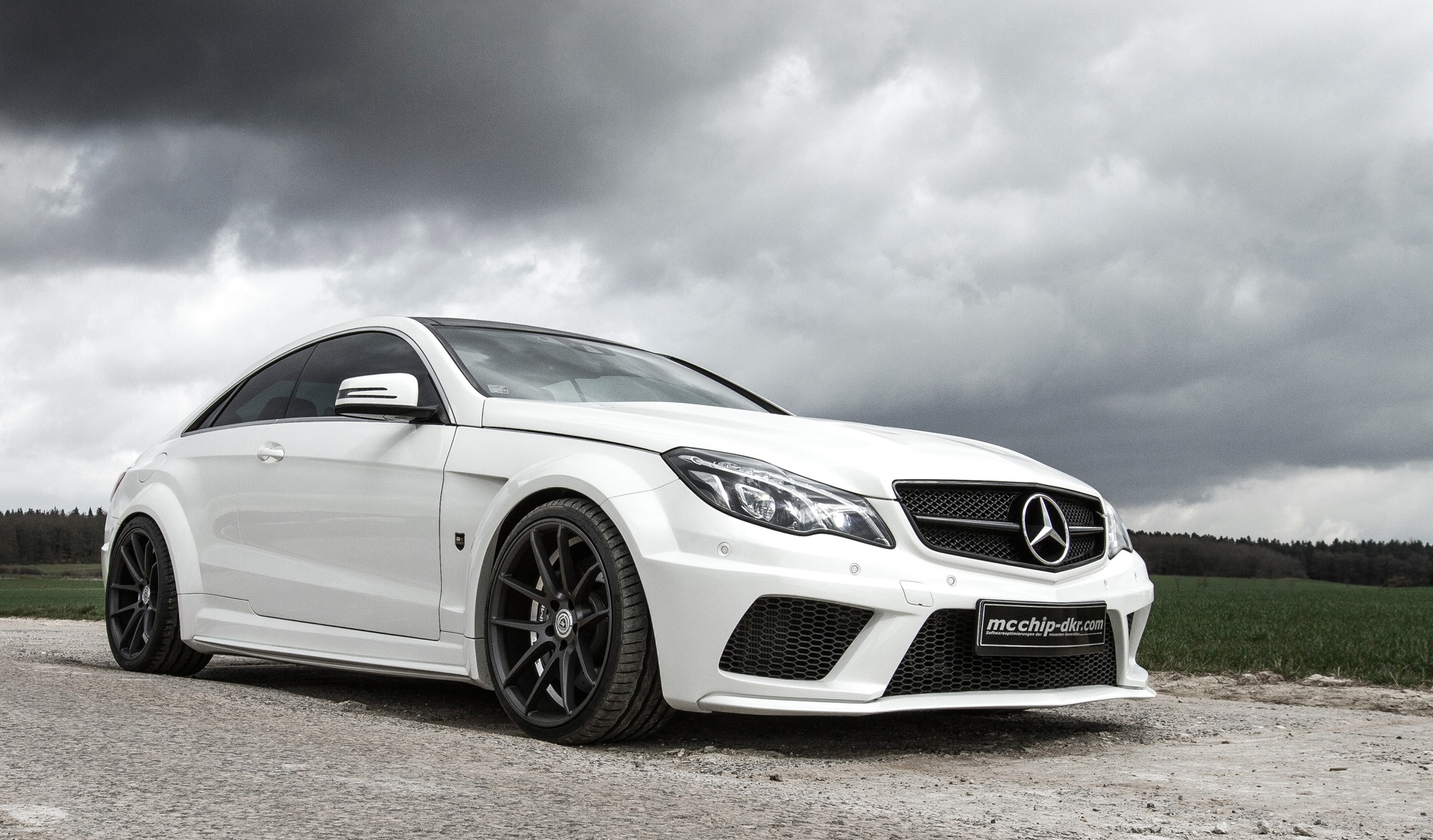 C207 E-Class Coupe Gets 680 HP 5 5-liter V8 Engine Swap from Mcchip