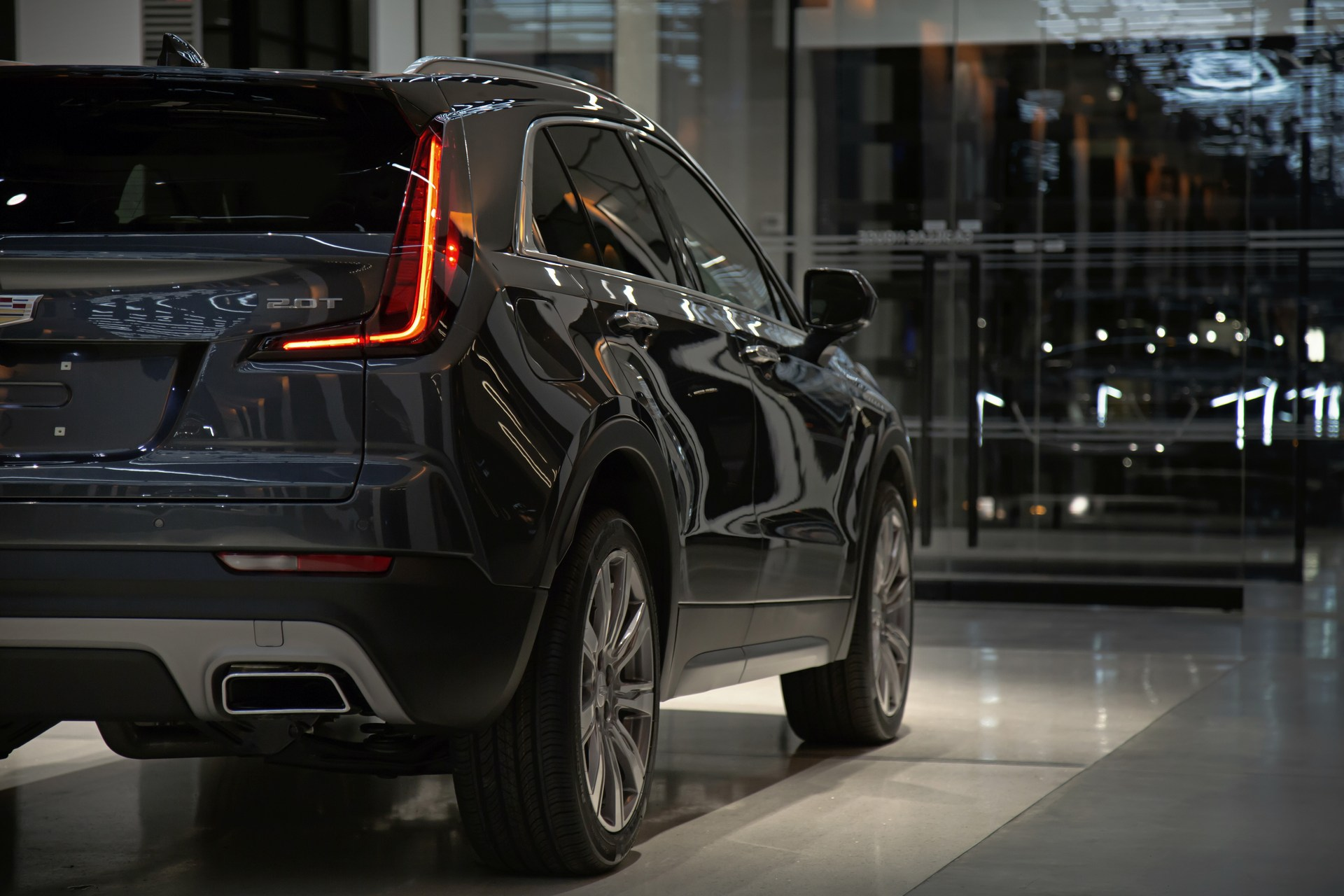 Cadillac Xt4 To Hit Showrooms In 2018 Three Row And Subcompact
