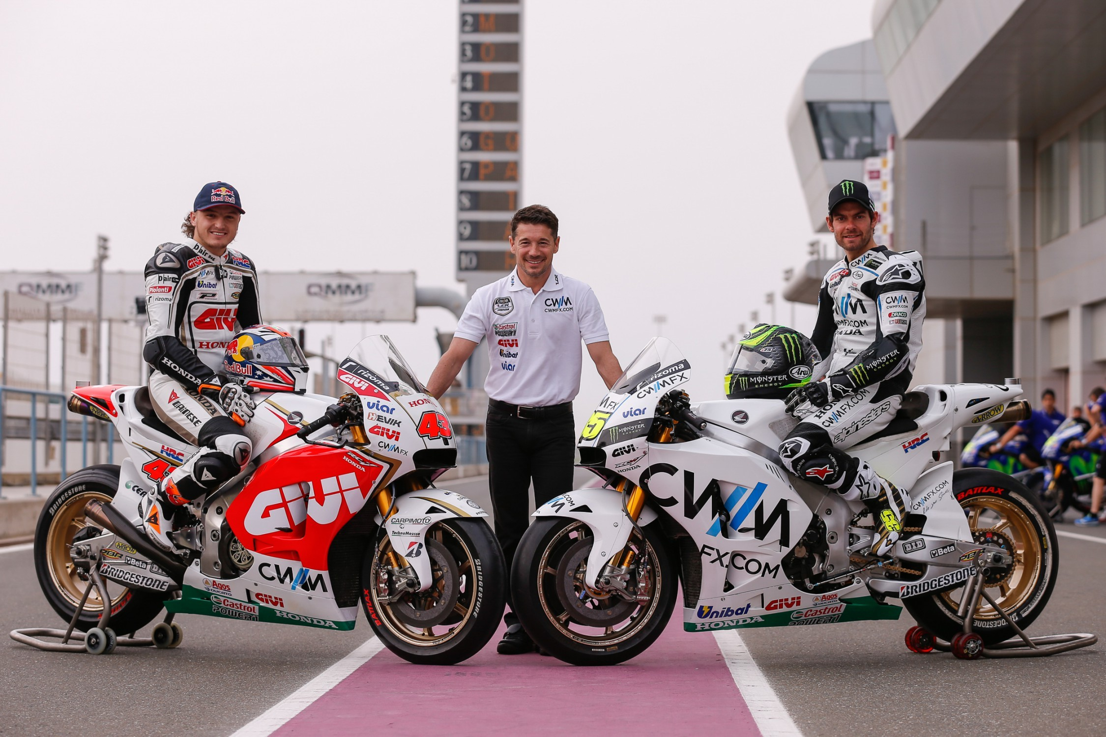 Cal Crutchlow Stays with LCR Honda Team in 2016 - autoevolution