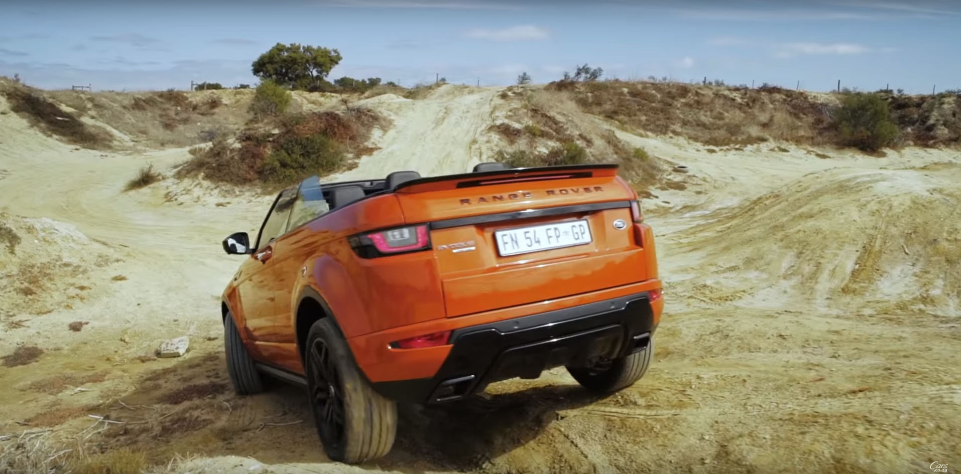 can a range rover evoque convertible handle itself off road autoevolution. Black Bedroom Furniture Sets. Home Design Ideas