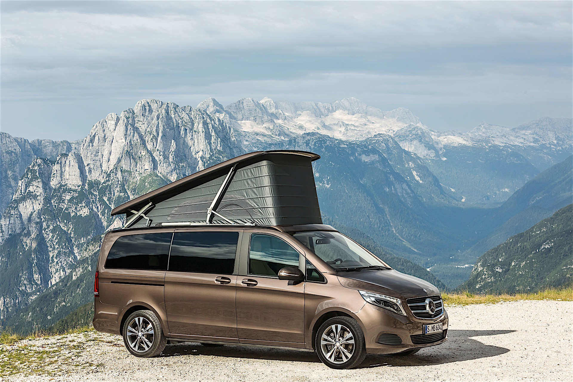 Mercedes benz unveils exhibits for 2016 caravan salon for Mercedes benz caravan