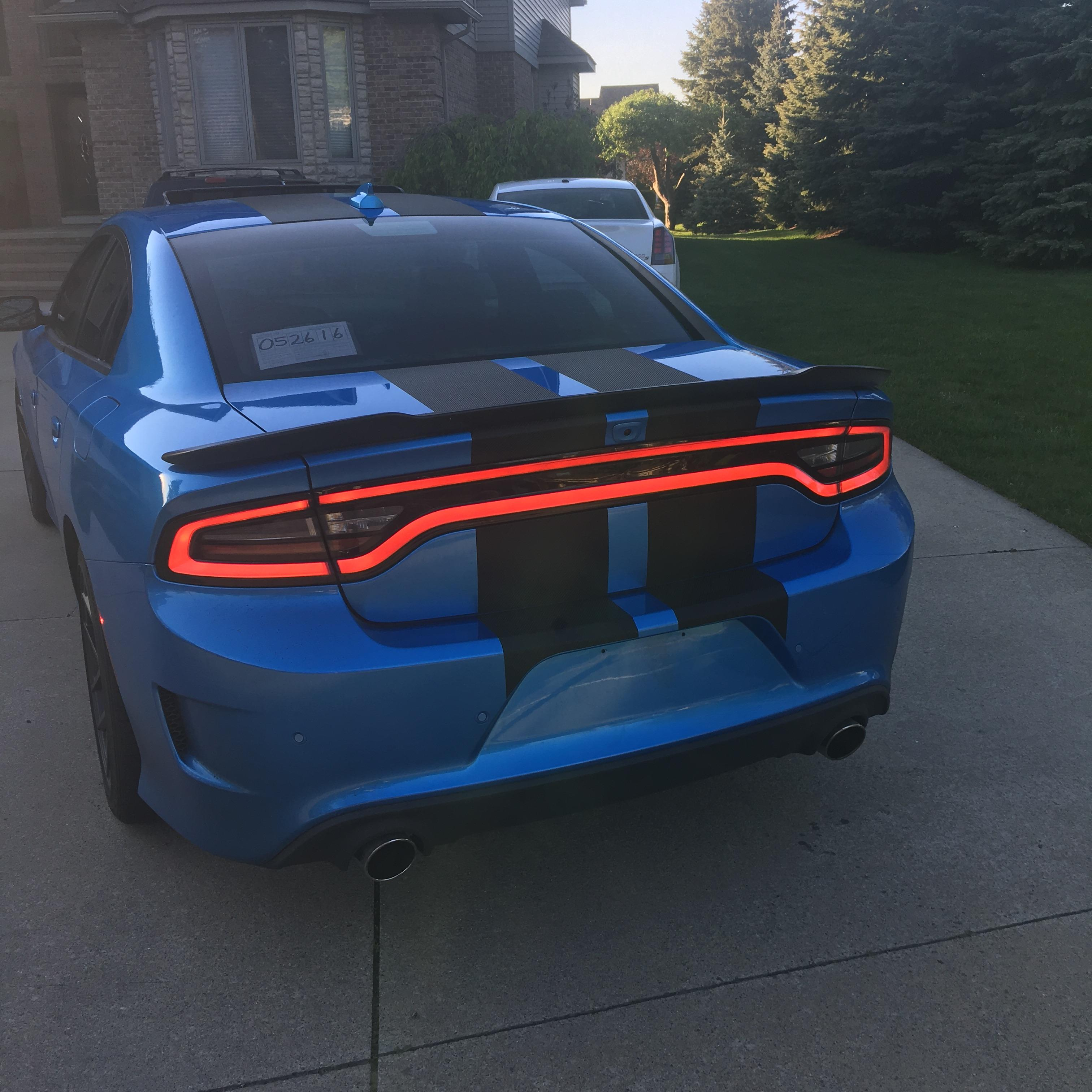2016 Dodge Charger Scat Pack Gets Carbon Fiber Pattern Stripes: Hot or Not? - autoevolution