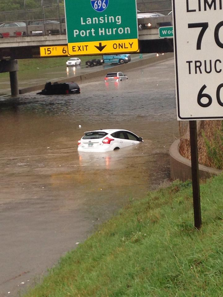 Cars Trudge Through Detroit Flooding Ford Focus St Damaged Autoevolution