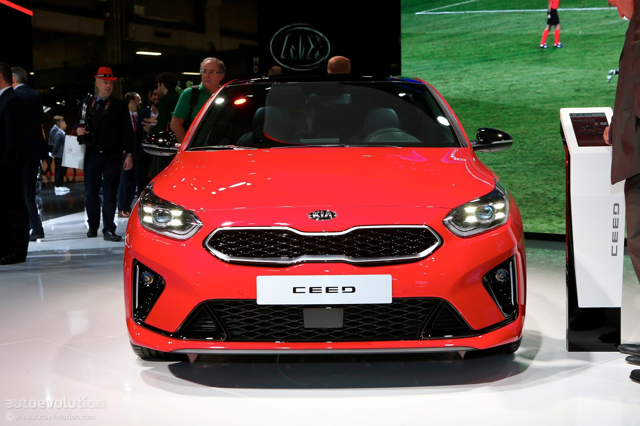2019 kia ceed gt-line tries too hard to look fast