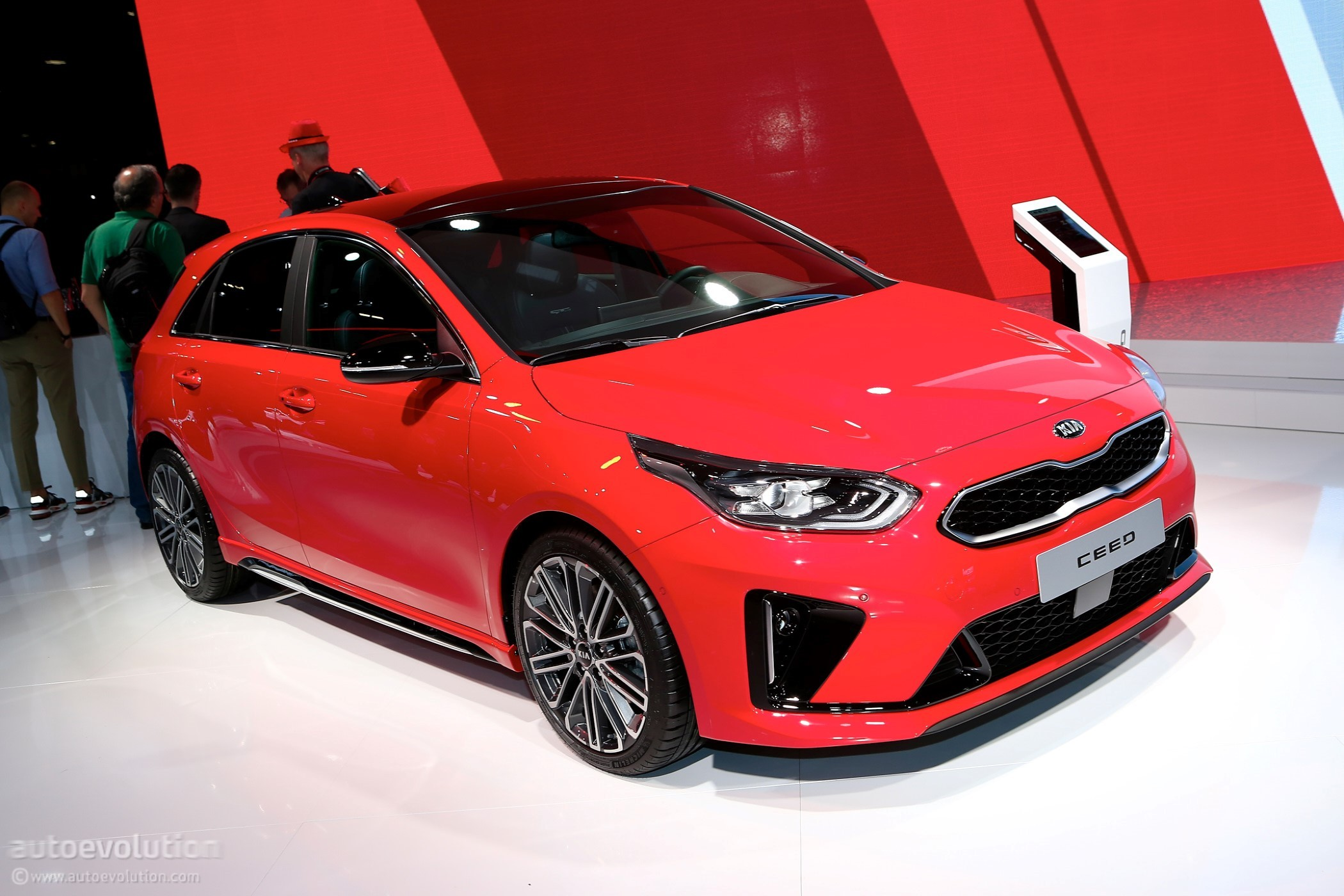 2019 kia ceed gt line tries too hard to look fast. Black Bedroom Furniture Sets. Home Design Ideas