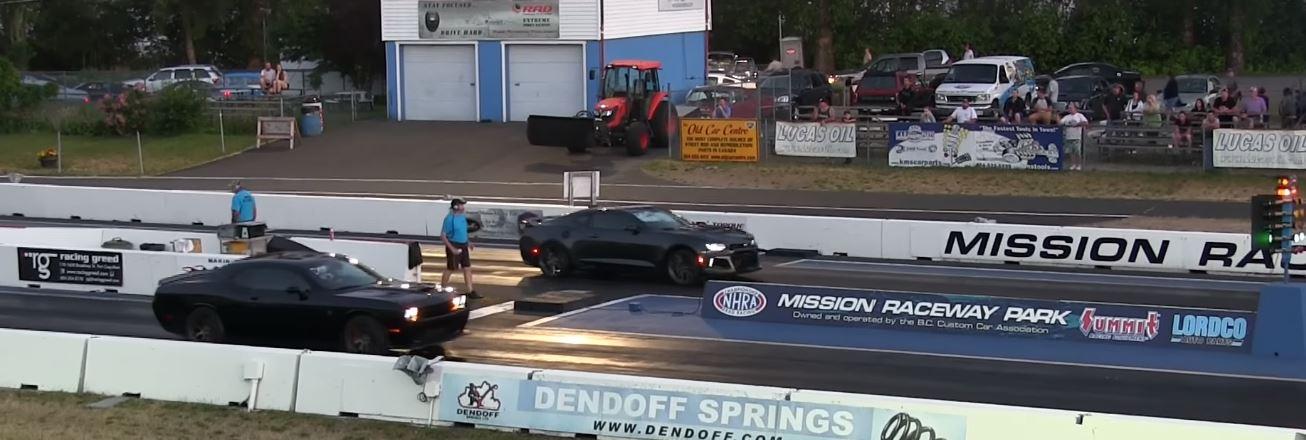 chevrolet camaro zl1 vs challenger hellcat drag race is manual rh autoevolution com automatic vs manual racing auto vs manual drag racing