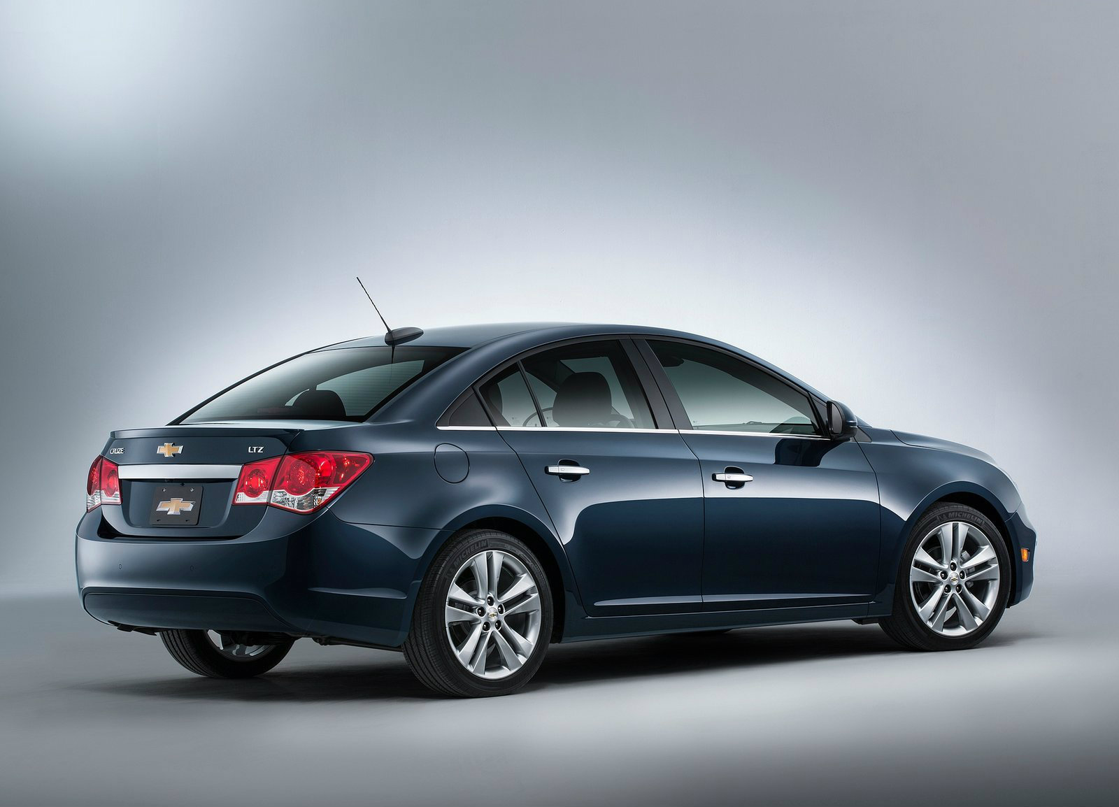 Cruze chevy cruze lt rs specs : 2015 Chevrolet Cruze Gets Minor Styling and Tech Upgrades [Video ...