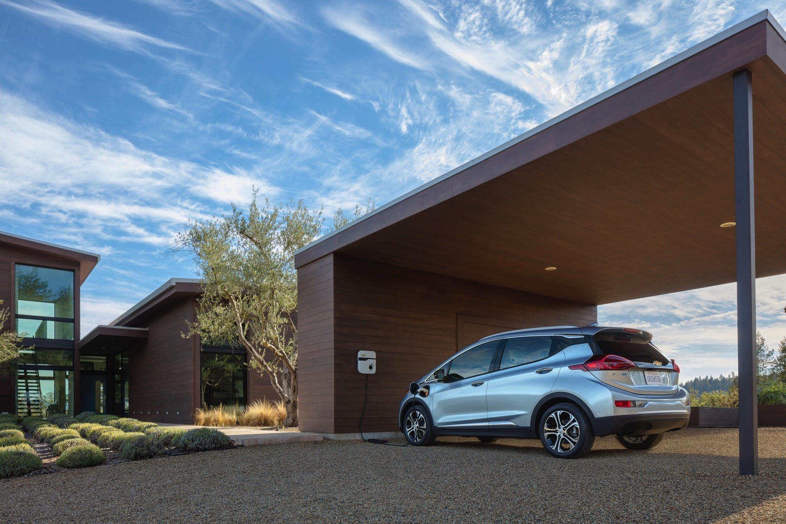 2017 Chevrolet Bolt Offers 238 Miles of Range, Opel & Vauxhall Ampera ...