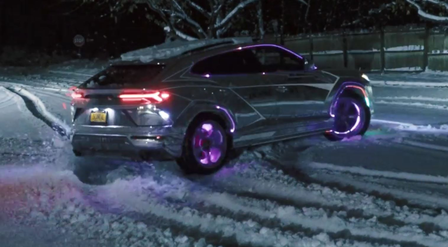 Chrome Lamborghini Urus Does Snow Drift Looks Amusing Autoevolution