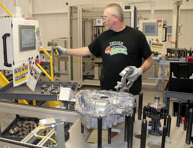 Chrysler 200 Mpg >> Chrysler Starts Producing 9-Speed Auto At Tipton Facility [Video] - autoevolution