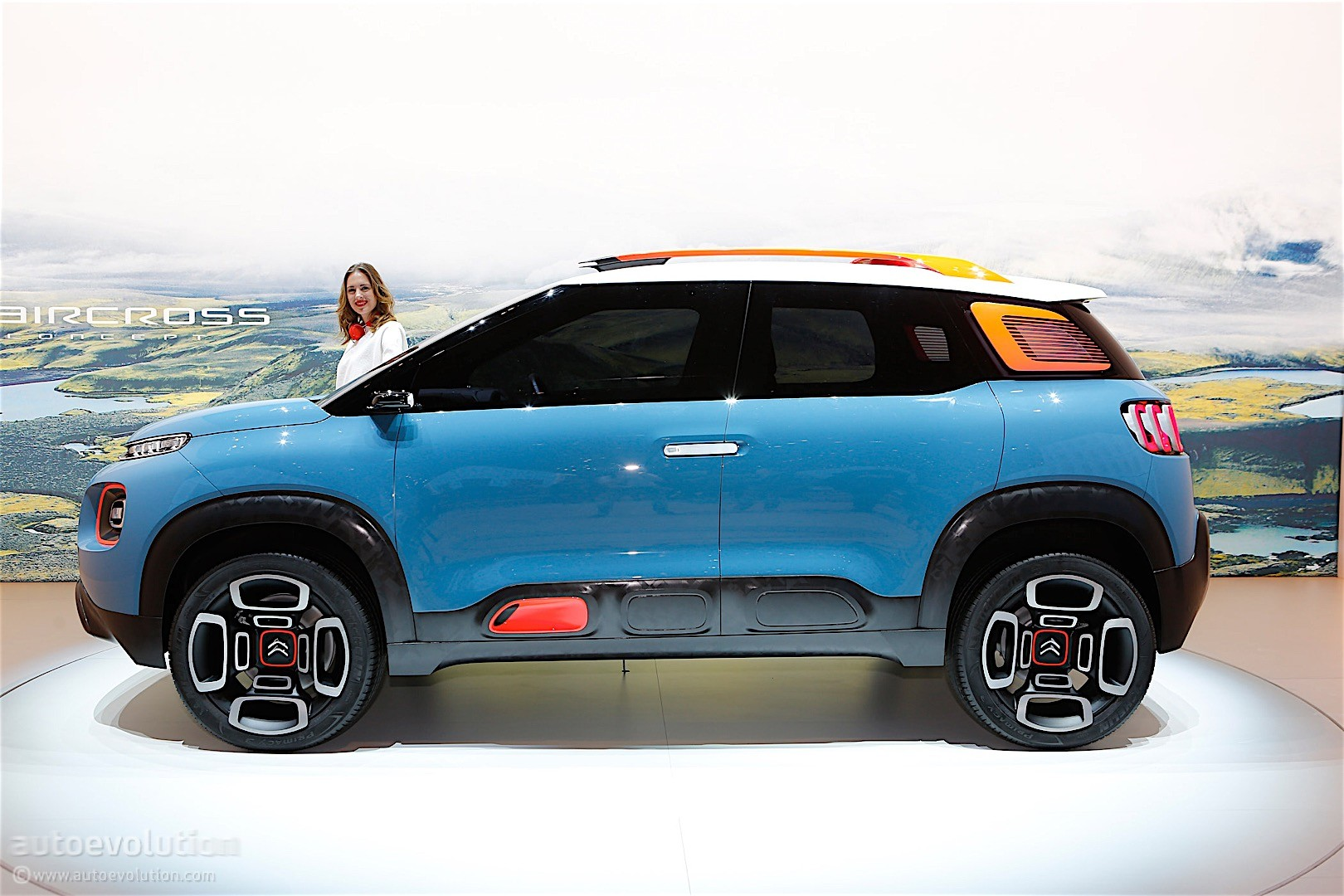 citroen c aircross concept arrives in geneva it 39 s as colorful as a toy car autoevolution. Black Bedroom Furniture Sets. Home Design Ideas