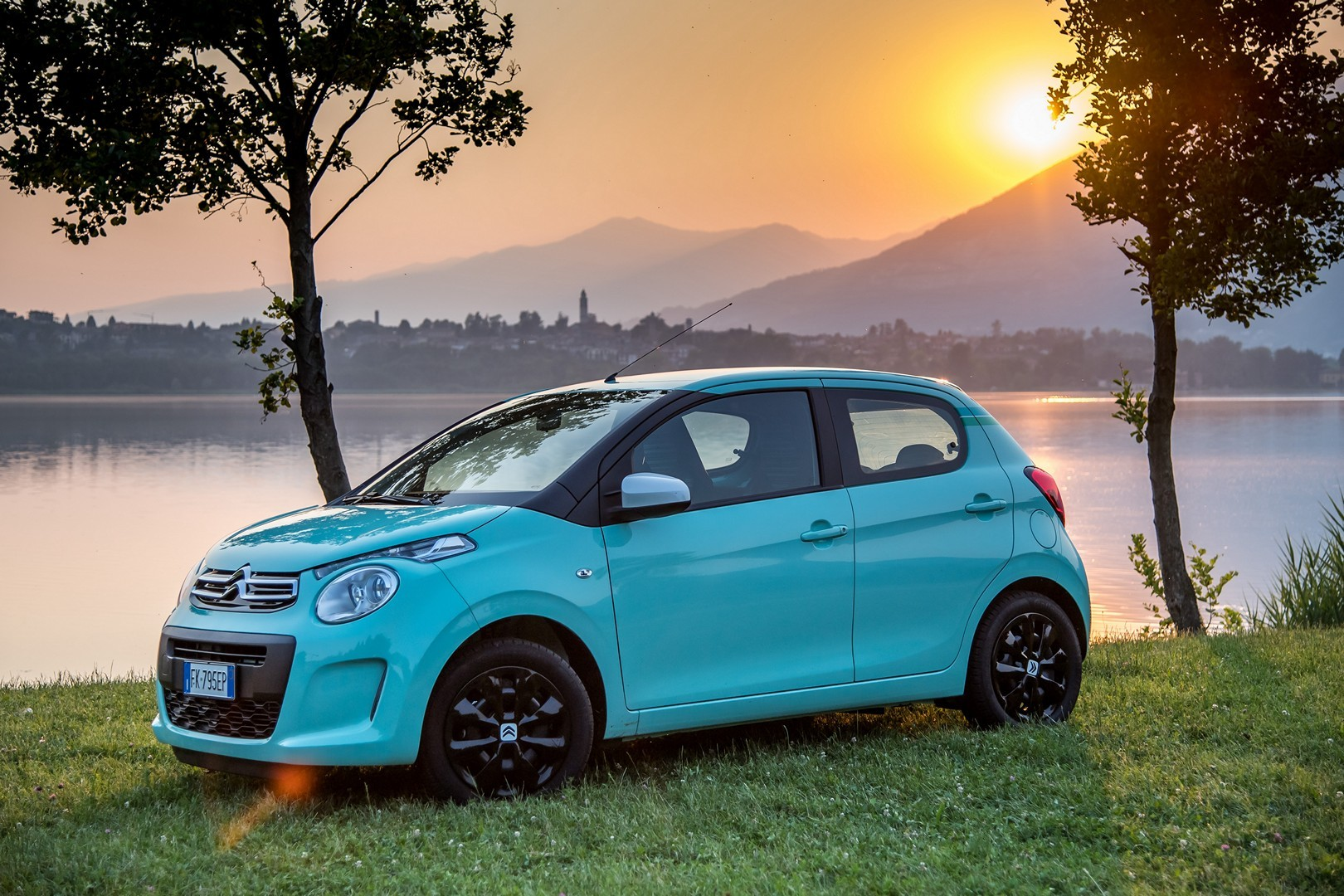 citroen c1 pacific edition has a cute color is only available in italy autoevolution. Black Bedroom Furniture Sets. Home Design Ideas