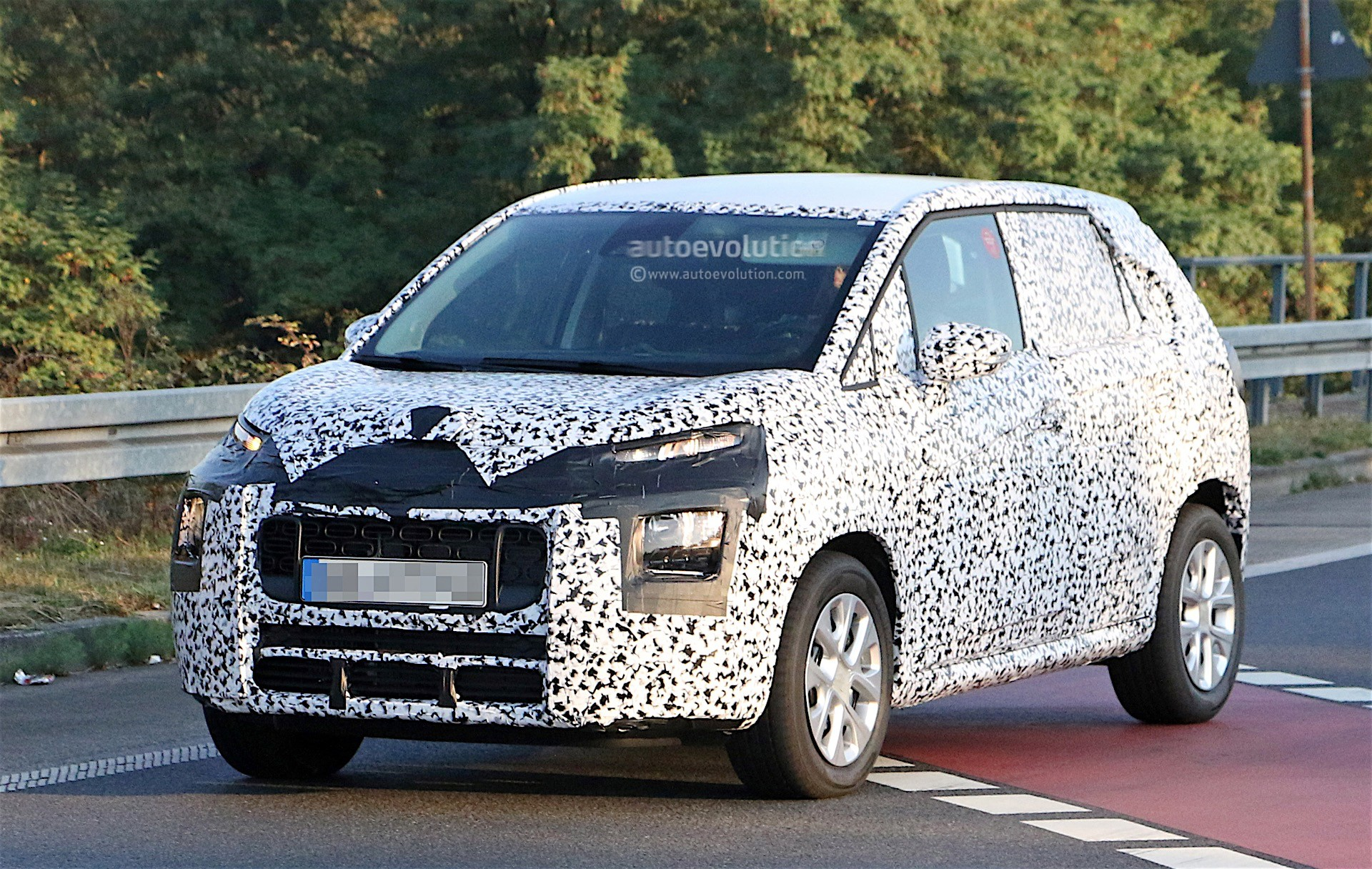 2017 citroen c3 picasso spied again front end gets. Black Bedroom Furniture Sets. Home Design Ideas