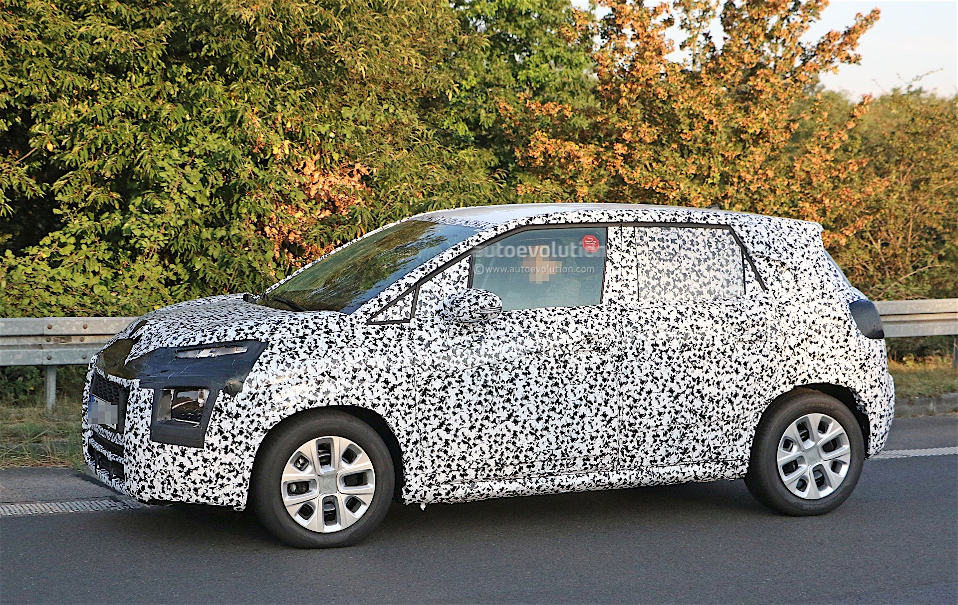 2017 citroen c3 picasso spied again front end gets partially revealed autoevolution. Black Bedroom Furniture Sets. Home Design Ideas