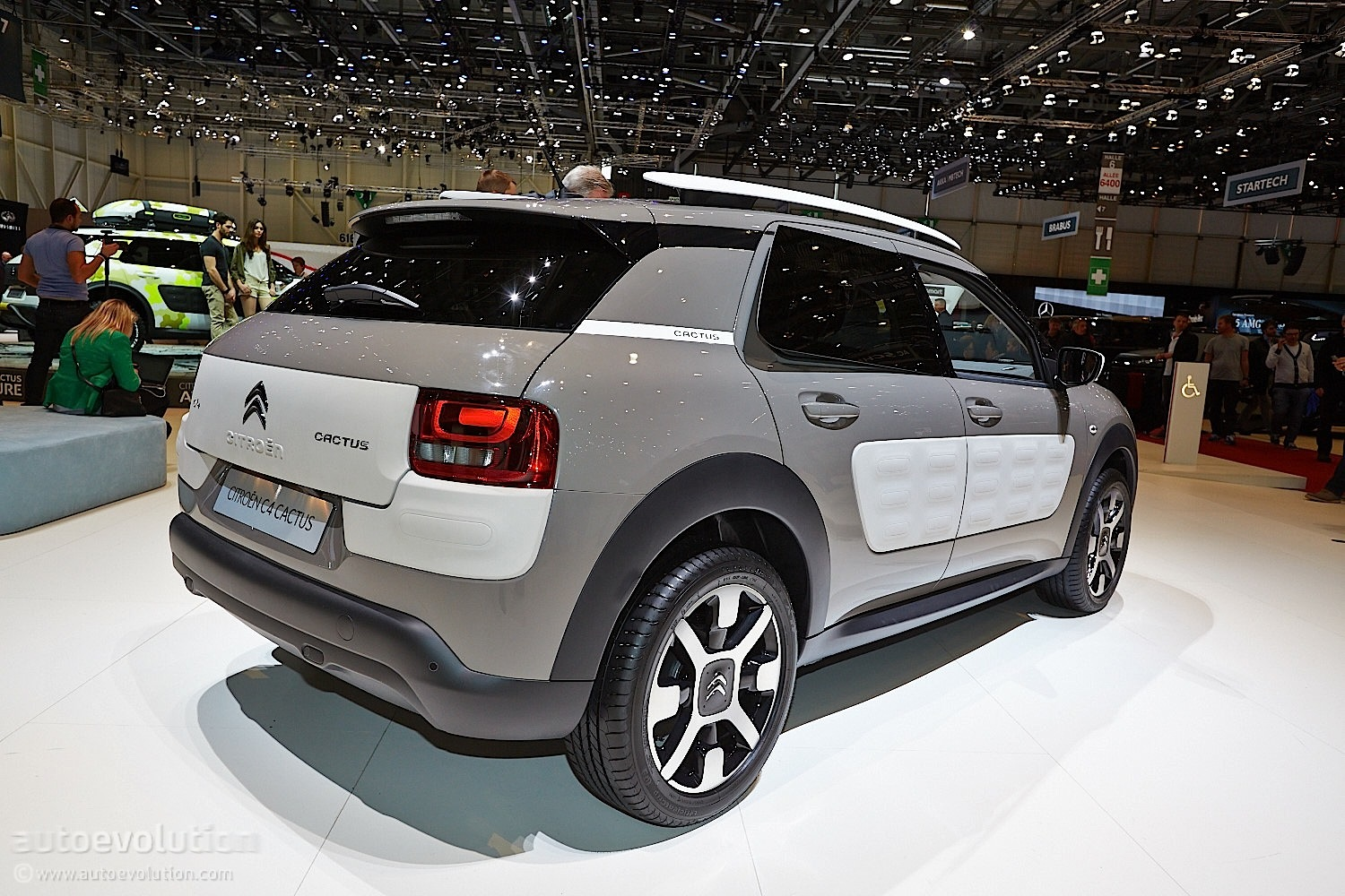 citroen c4 cactus makes world debut at geneva show live photos autoevolution. Black Bedroom Furniture Sets. Home Design Ideas