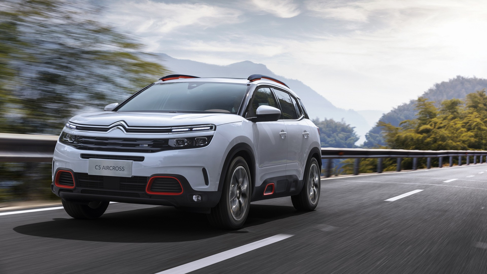 citroen debuts all new c5 aircross dubbed most comfortable suv of its time autoevolution. Black Bedroom Furniture Sets. Home Design Ideas