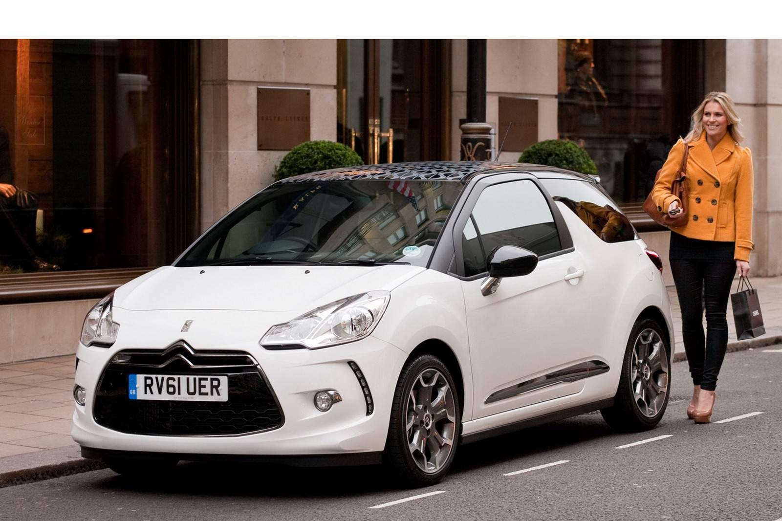 citroen ds3 ultra prestige launched in the uk autoevolution. Black Bedroom Furniture Sets. Home Design Ideas