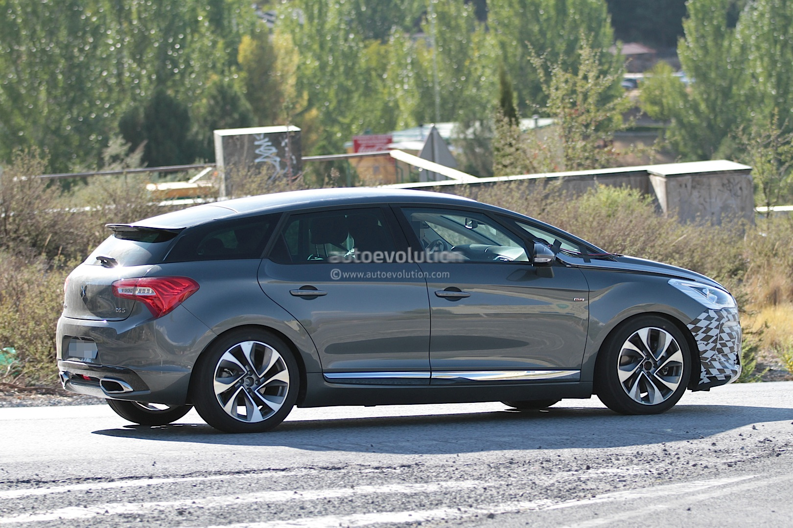 citroen ds5 facelift spied for the first time autoevolution. Black Bedroom Furniture Sets. Home Design Ideas