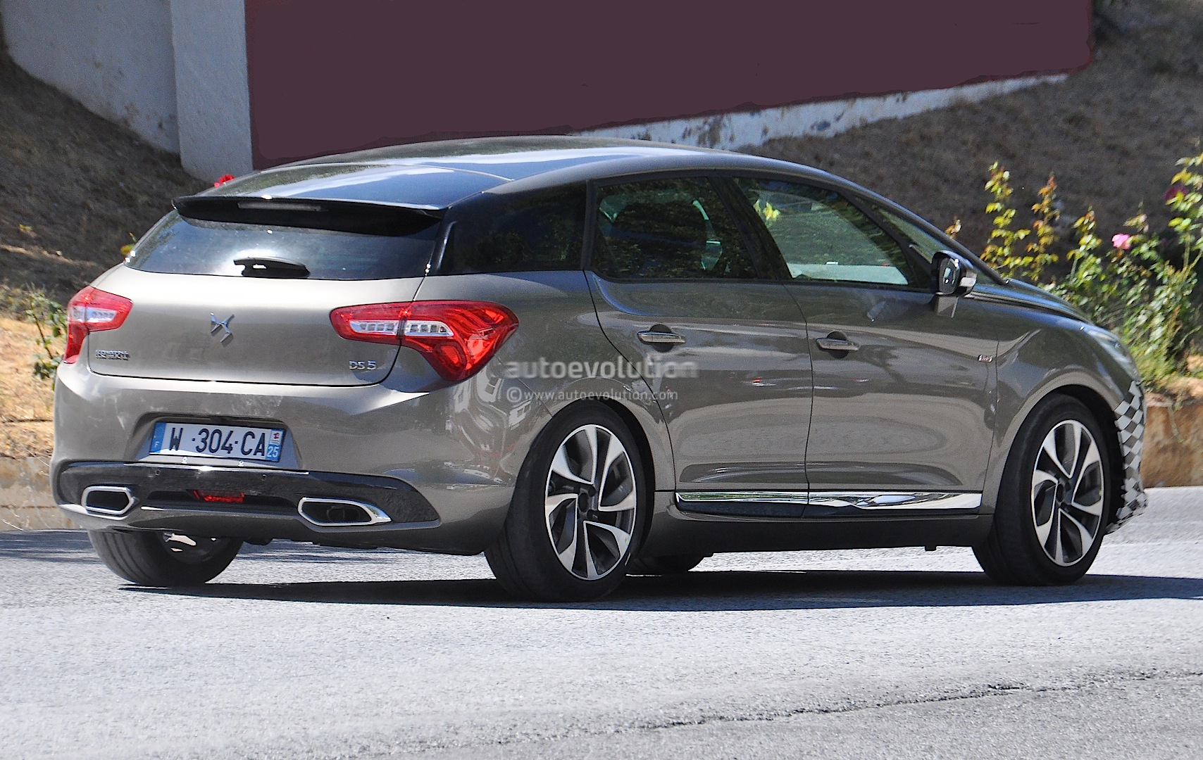 Citroen DS5 Facelift Spied for the First Time - autoevolution