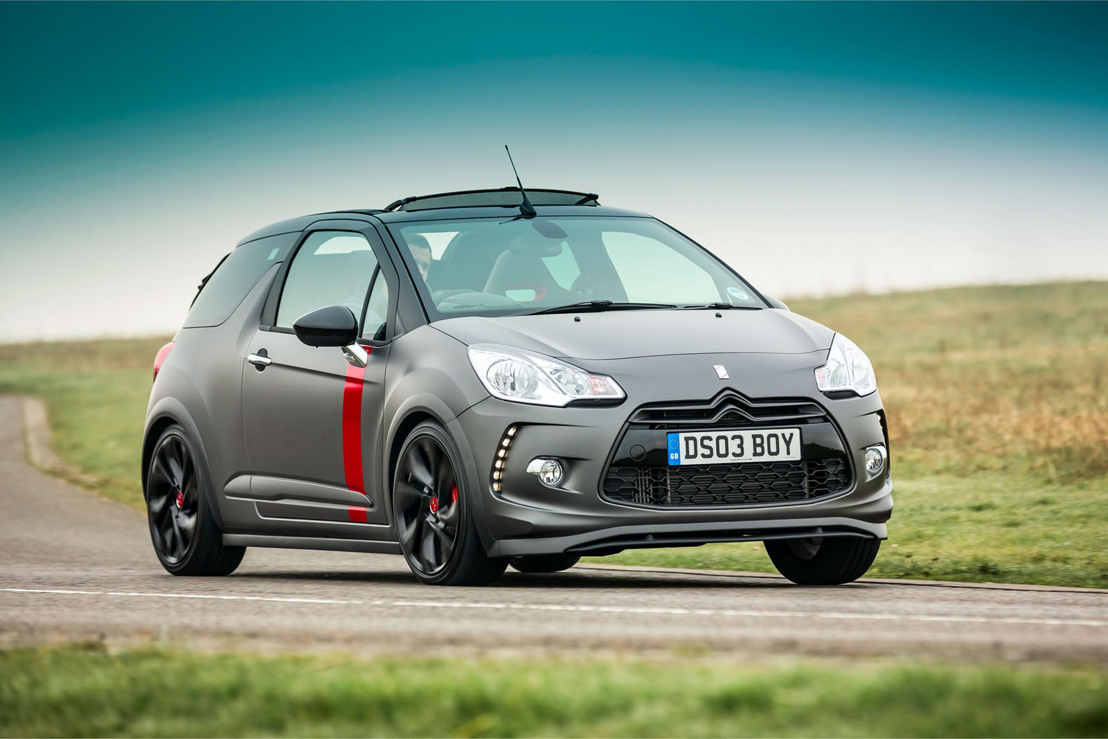 citroen prices ds3 cabrio racing in britain limits deliveries to 10 units autoevolution. Black Bedroom Furniture Sets. Home Design Ideas