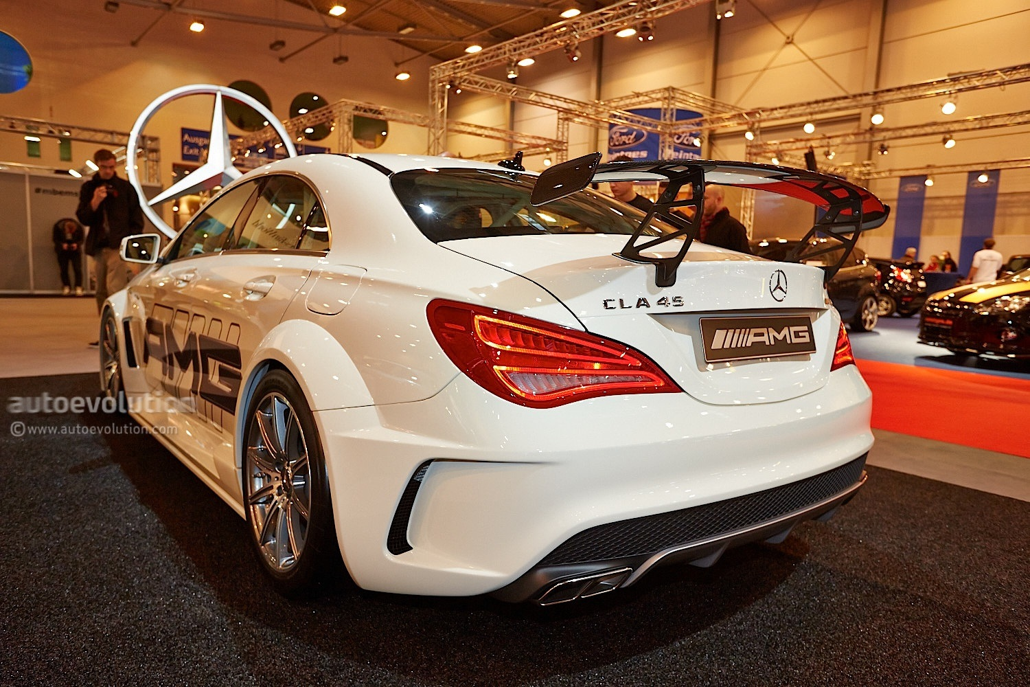 cla 45 amg racing series looks track hungry at essen. Black Bedroom Furniture Sets. Home Design Ideas