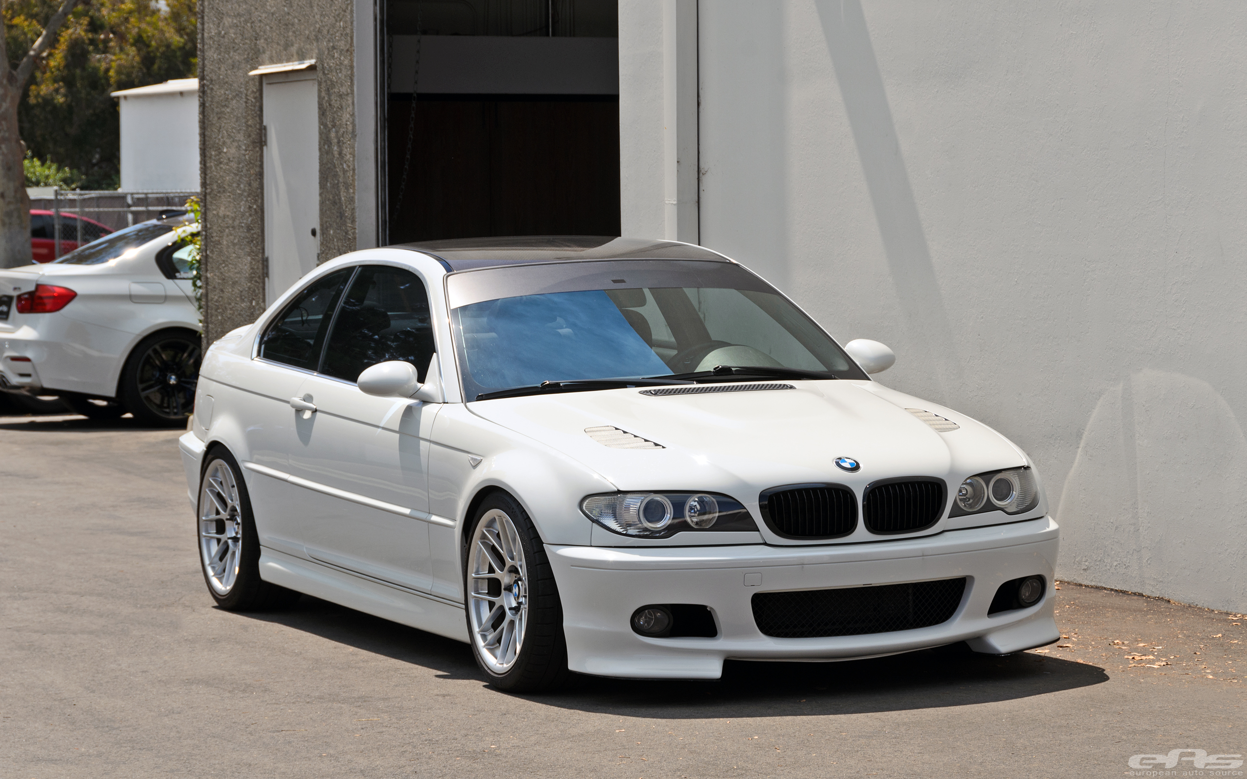 clean bmw e46 330ci has more than one ace up its sleeve autoevolution. Black Bedroom Furniture Sets. Home Design Ideas