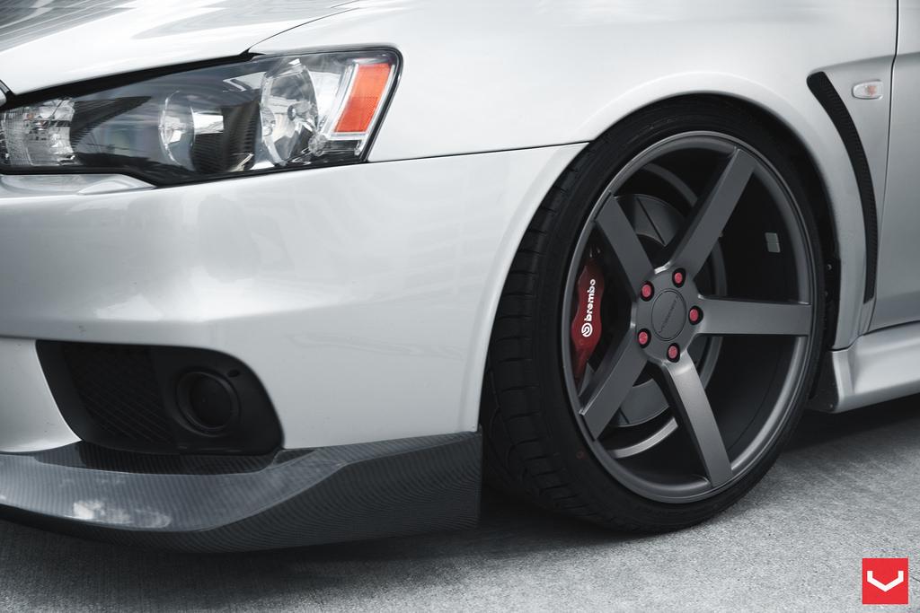 Clean Mitsubishi Evo X Rides on Vossen Wheels - autoevolution