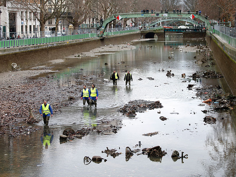 Capital City Auto >> Cleaning the Canal Saint-Martin in Paris Reveals Scooter ...
