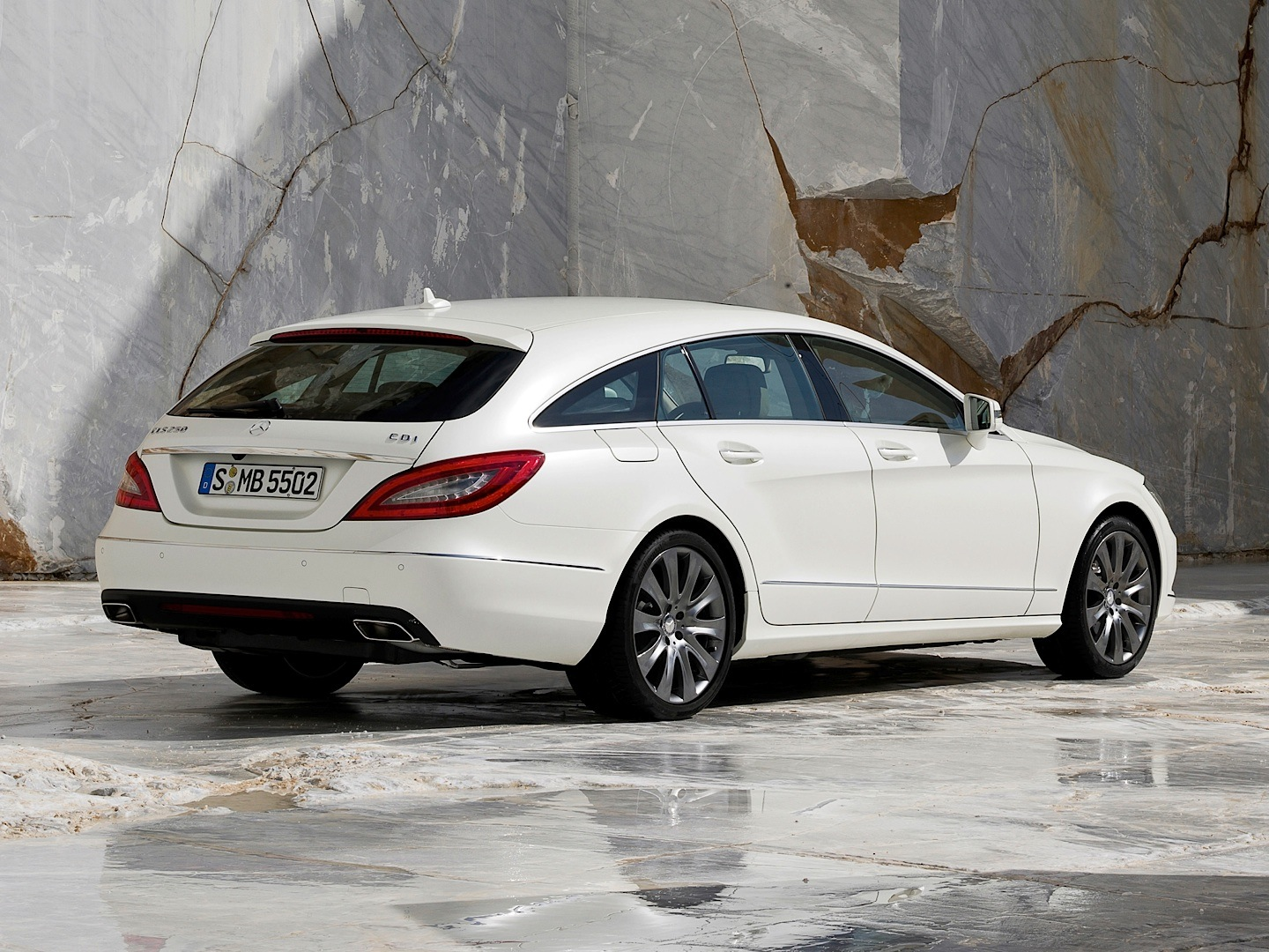 cls 250 cdi shooting brake is not that slow autoevolution. Black Bedroom Furniture Sets. Home Design Ideas