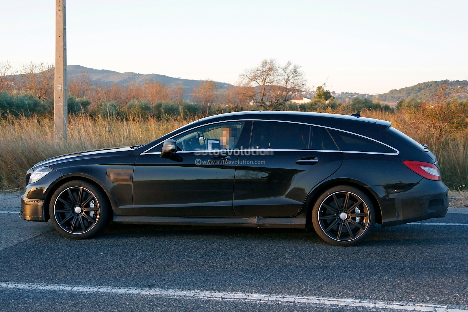 cls 63 amg shooting brake in most romantic spyshots yet autoevolution. Black Bedroom Furniture Sets. Home Design Ideas