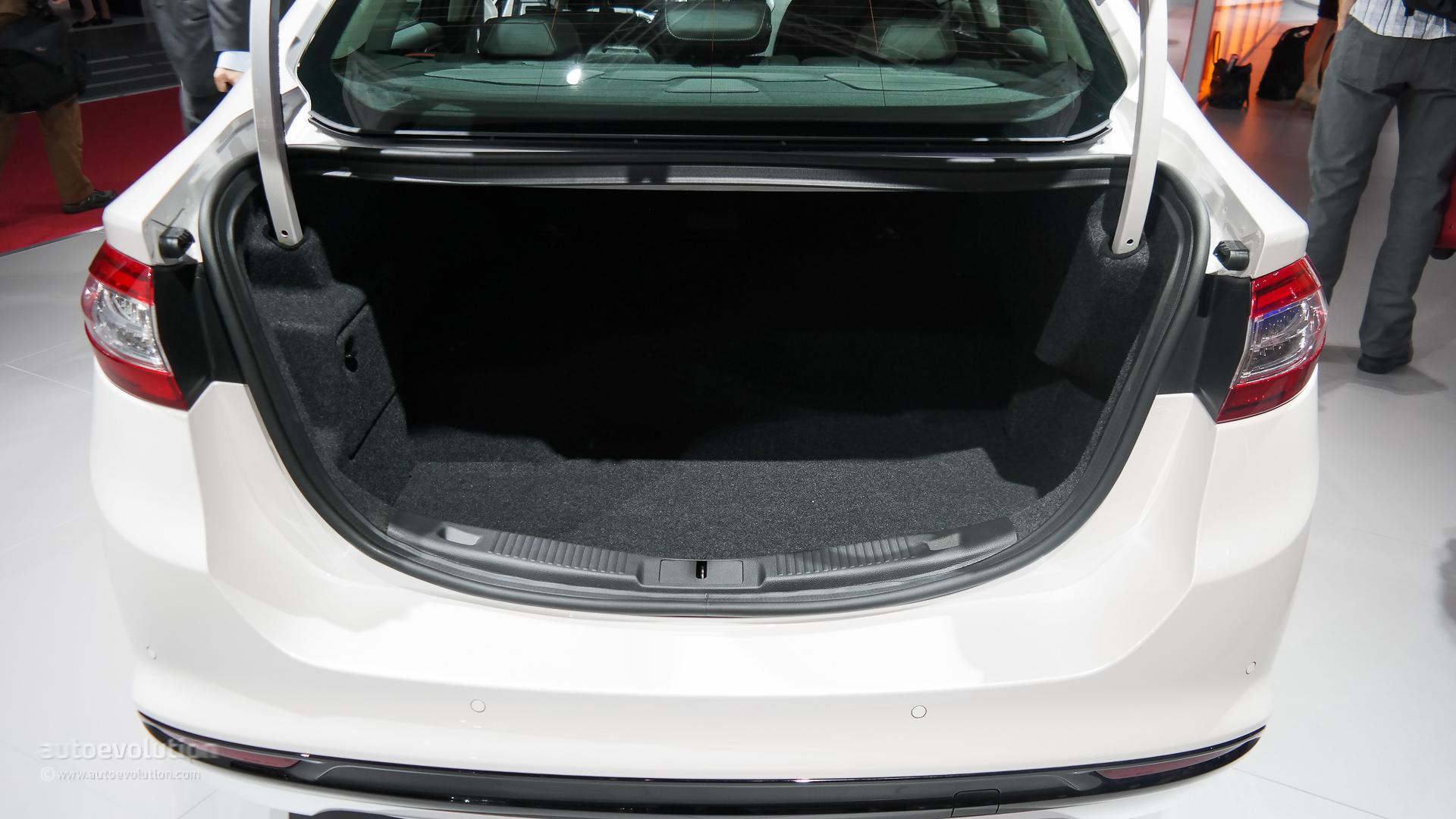 Comparison: 2015 Ford Mondeo vs Audi A4 Sedan - autoevolution