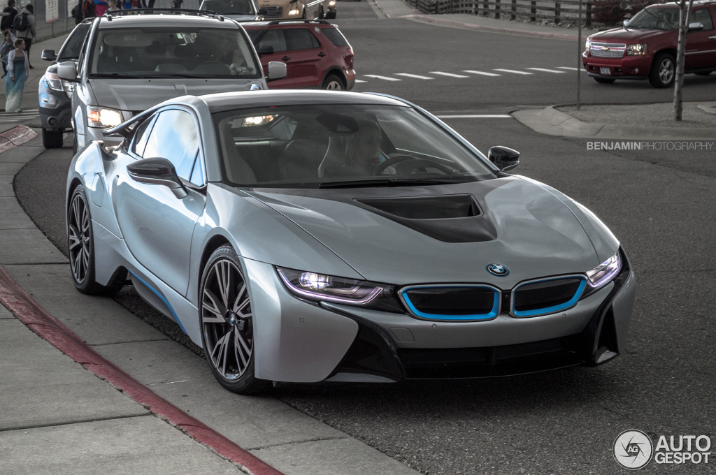 Kid Electric Car >> Coolest Mom Ever? Kid Gets Picked Up from School in BMW i8 - autoevolution