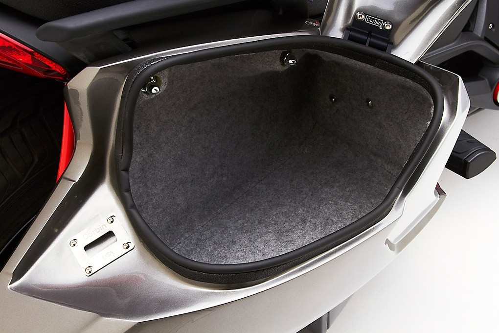 Corbin Shows Can Am Spyder F3 Saddlebags They Re Bigger Than The Oem Ones Autoevolution