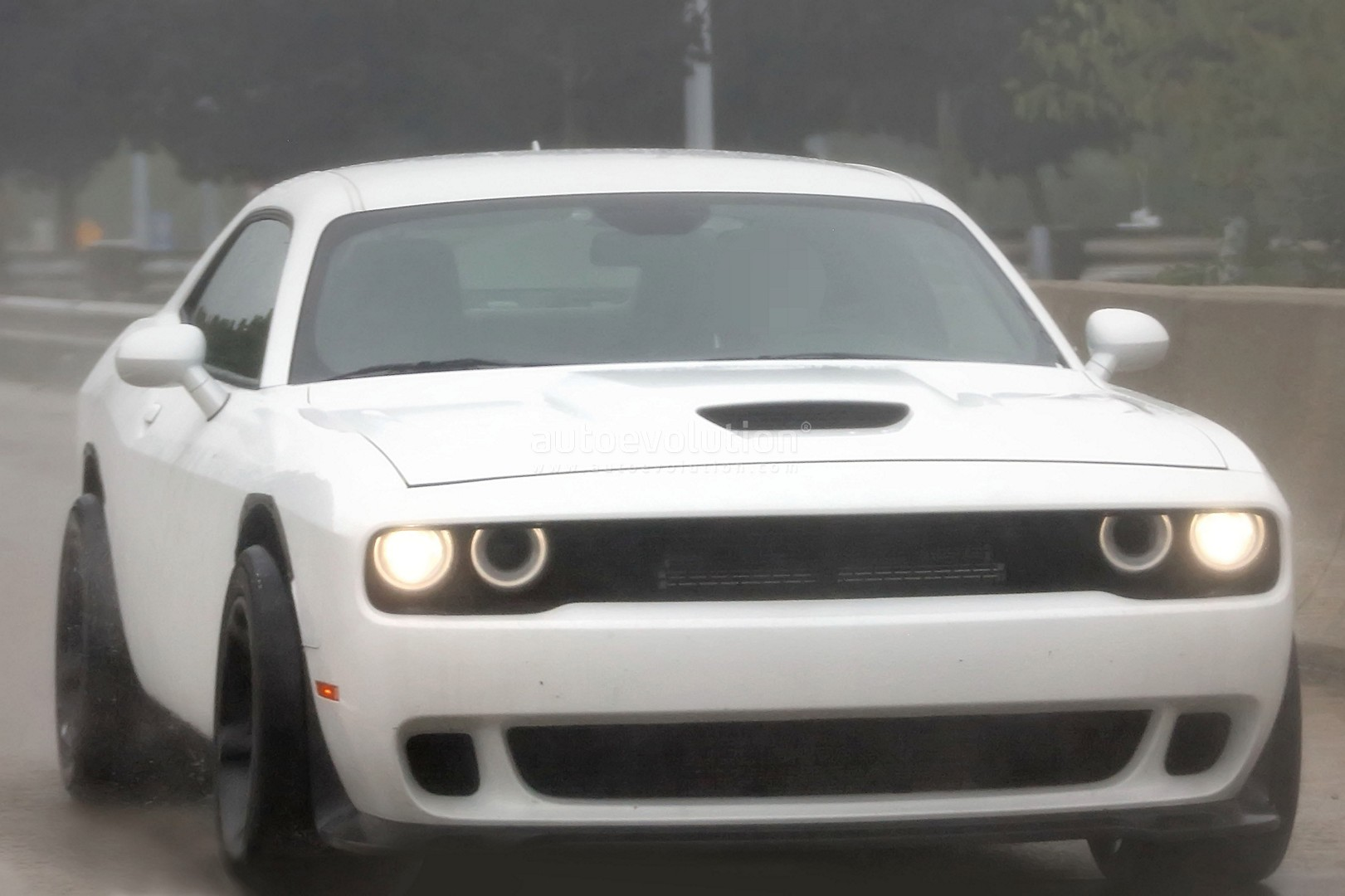 could these be the first spy photos of the 2018 dodge challenger srt demon autoevolution. Black Bedroom Furniture Sets. Home Design Ideas