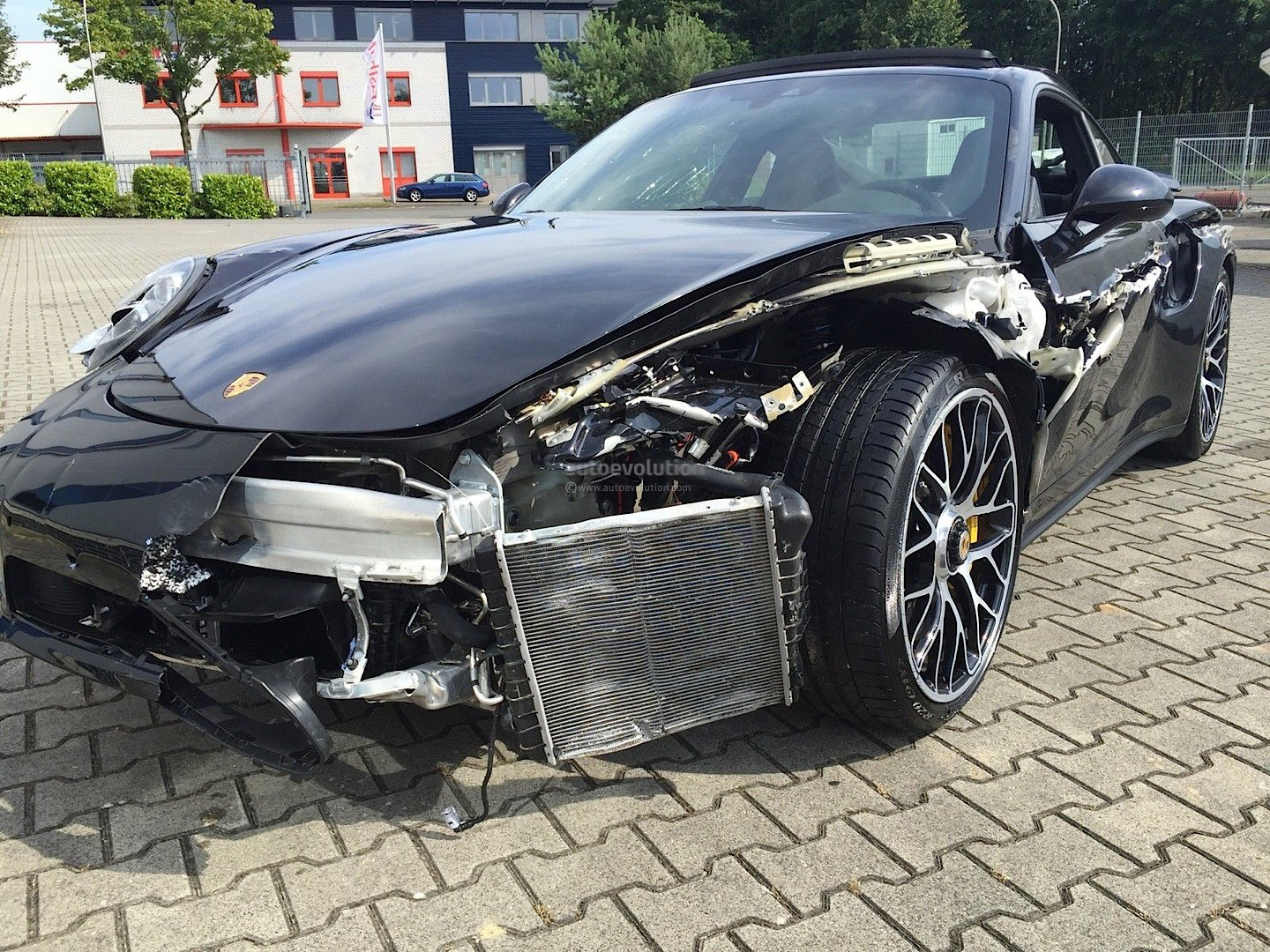 Crashed Porsche 911 Turbo S Looks Like A T Rex Tore Its